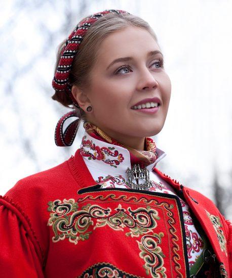 Almankås Øst-Telemark damebunad