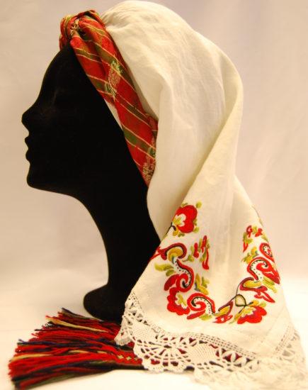 Et hode med hvit Øst-Telemark linskaut