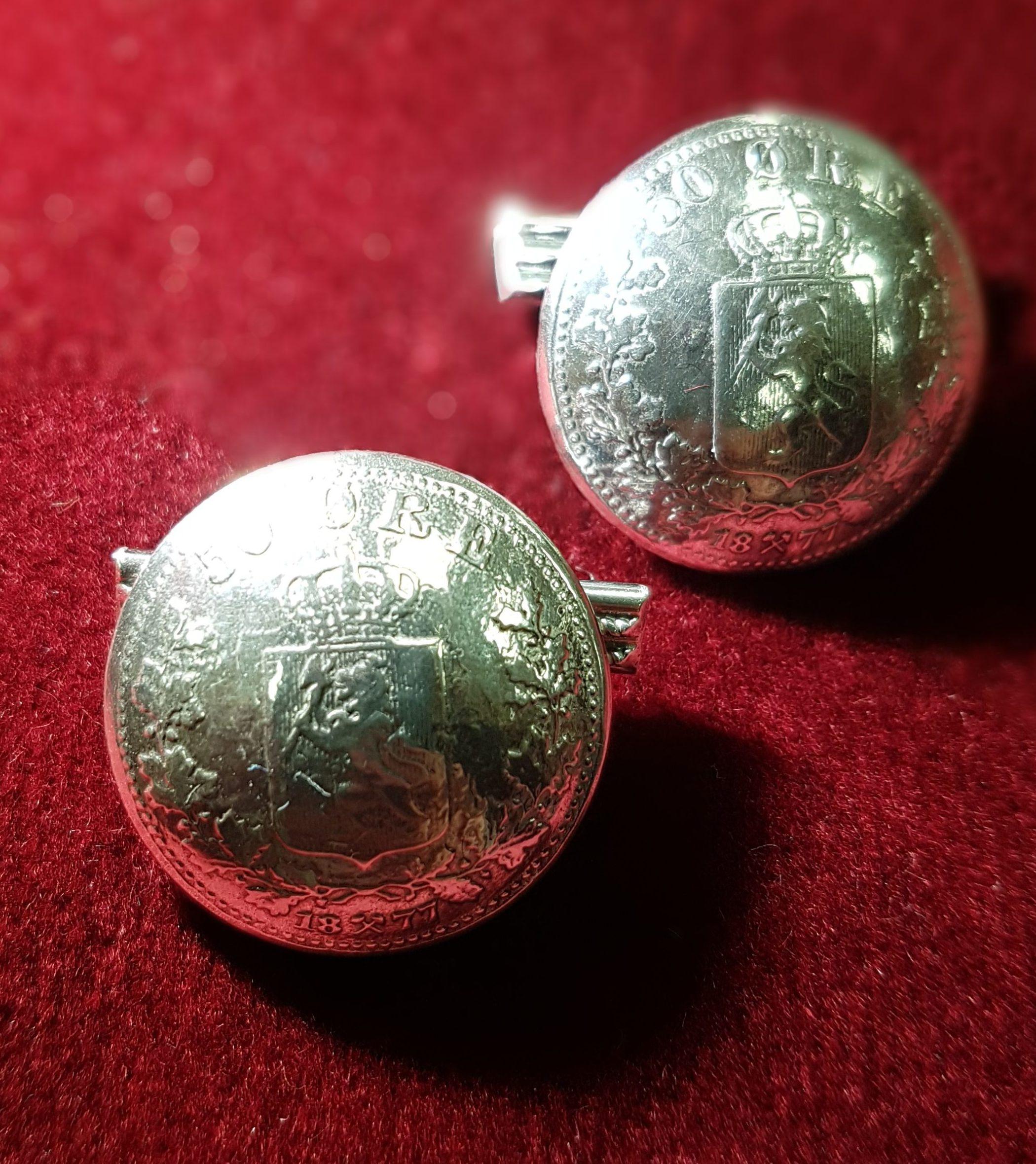 Mansjettknappene støpt ut fra en mynt ,kong harald fikk i gave